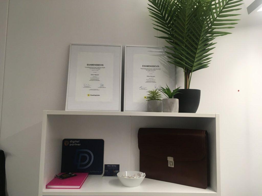 Viktor Hörman har 2 examen digital conversion manager digitalpartner